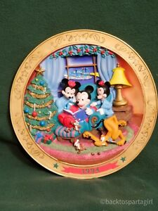 Vintage-Mickey-Mouse-Its-A-Small-World-Holiday-1994-Decorative-Plate