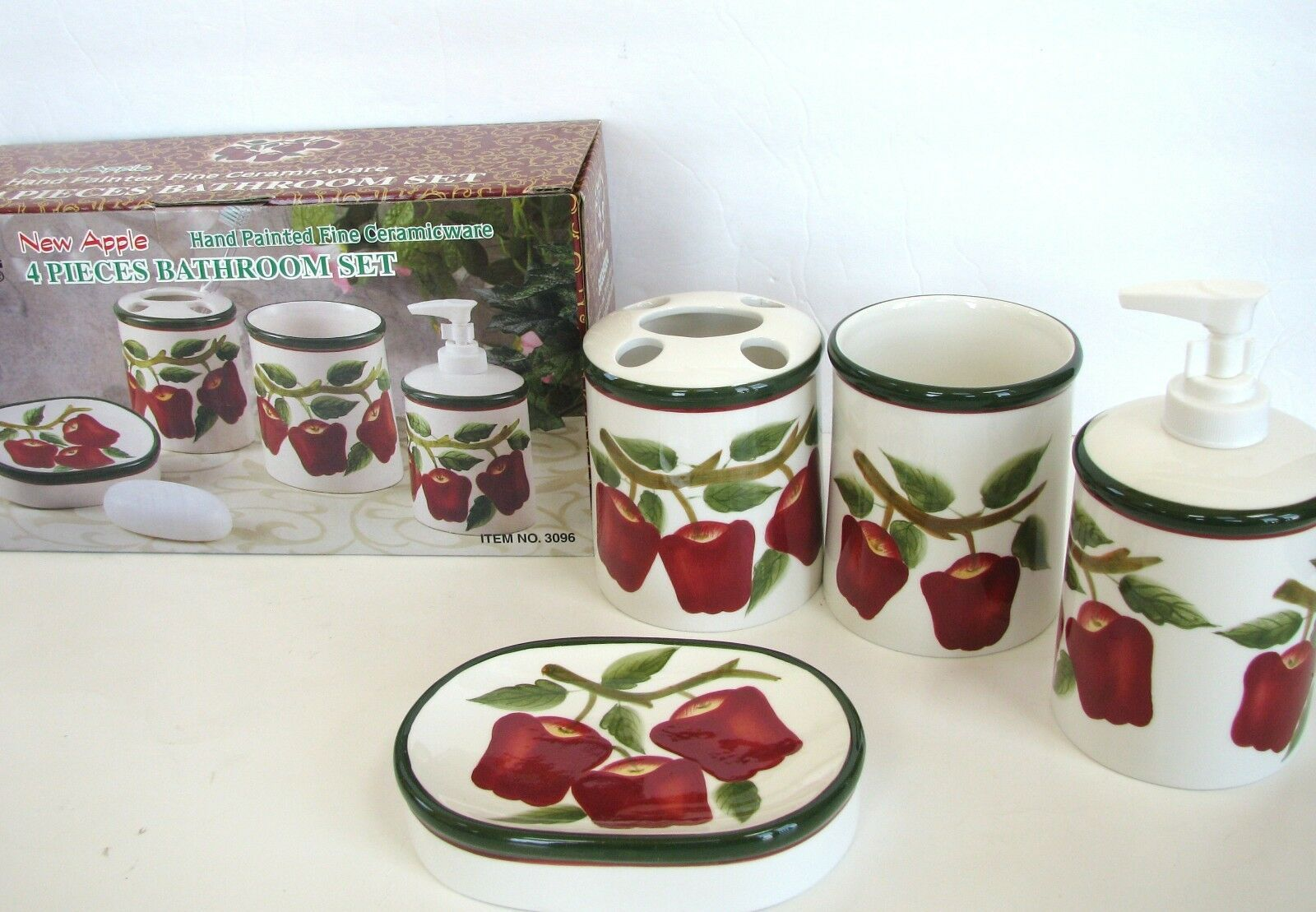 NEW 4 PC NEW APPLE HANDPAINTED CERAMIC SOAP DISPENSER,DISH,TOOTHBRUSH,TUMBLER