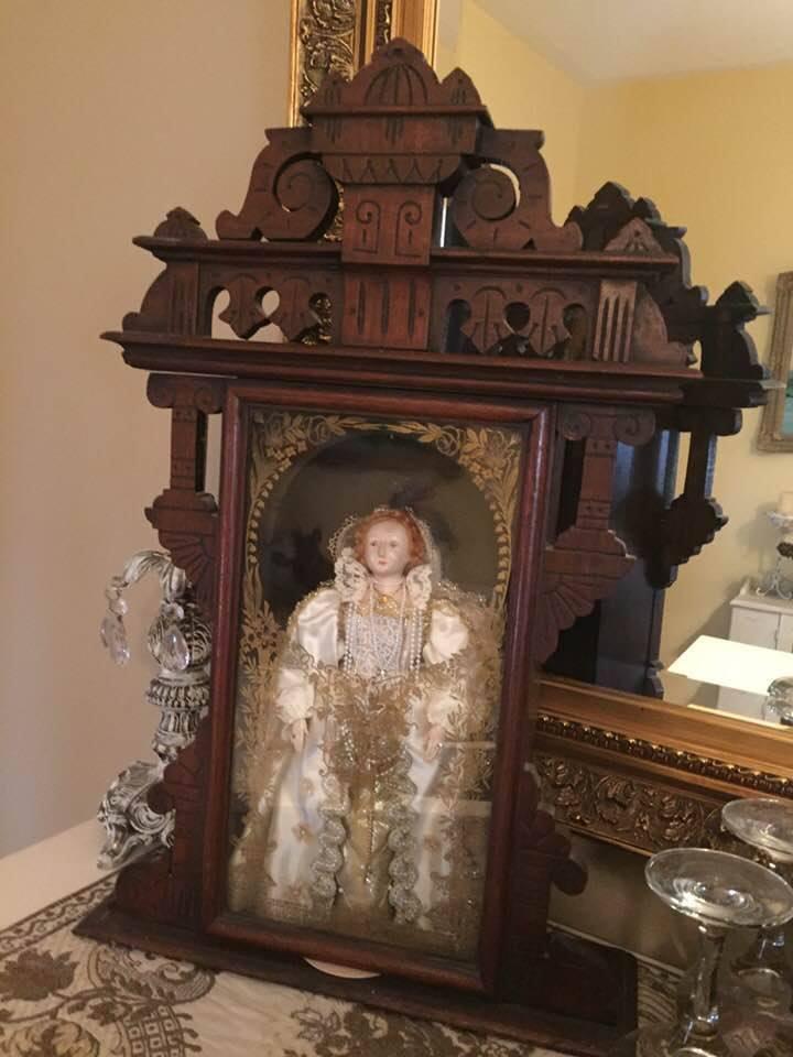 Queen Elizabeth 1 Muñeca por Shirley blancoo 1979 Con Vidrio Antiguo enfrentó Reloj Disp