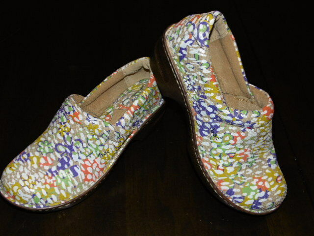 Womens B O C Born Concepts Slip On floral shoes Size 10 M white Brown Yellow