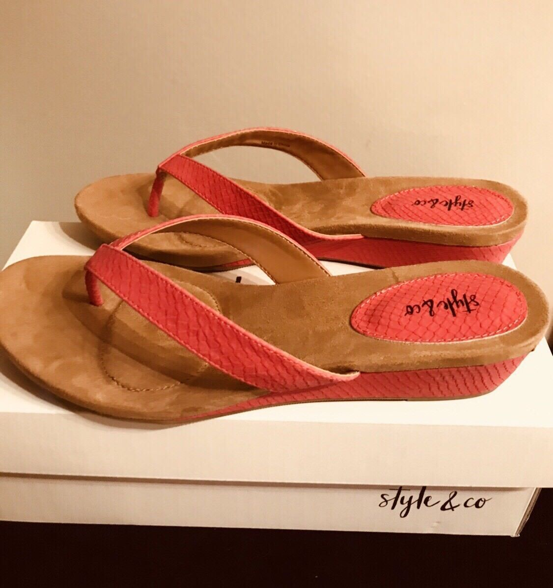 New Style & Thong Co Haloe2 Red Hot Thong & Sandals 10M 7cdaaa