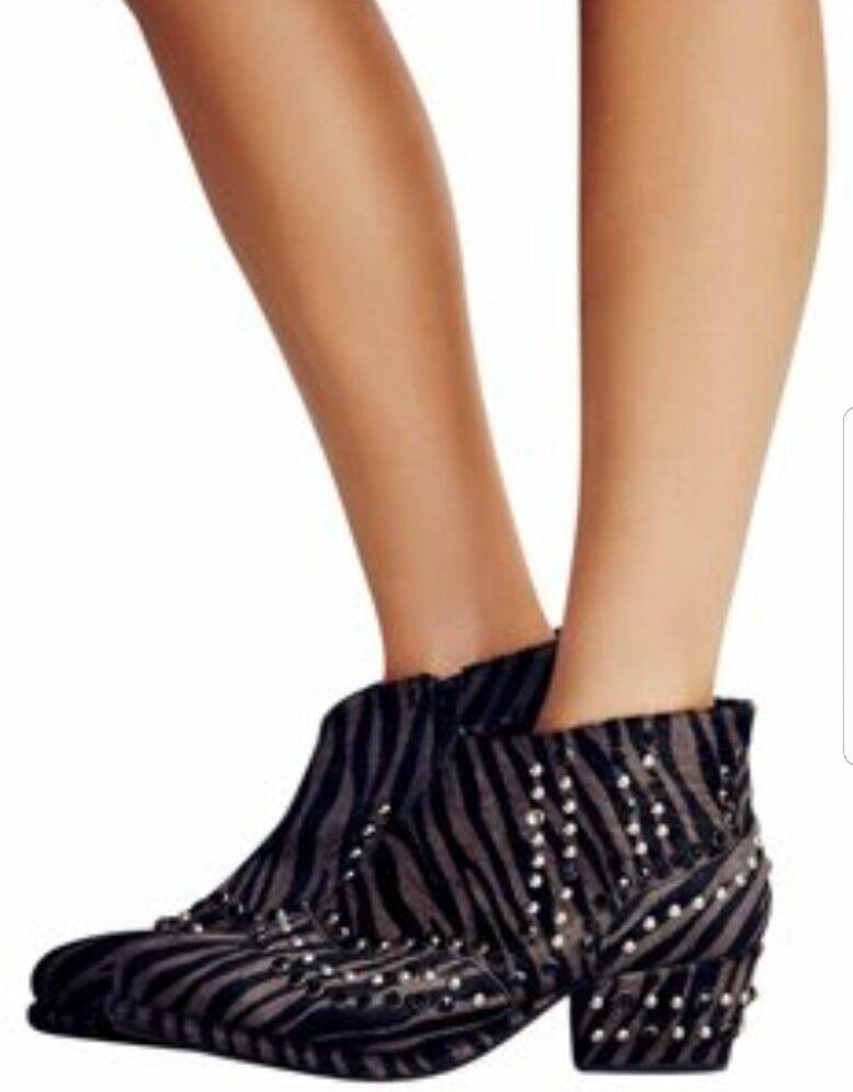 Free People Chasing Cowboys Ankle Stiefel Stud Embellished grau Zebra Calf Hair 37