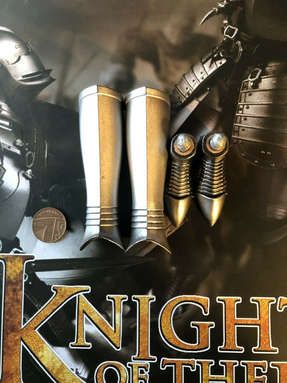 COOModells Knights of the Realm HC 2 METAL Leg Armor & Feet loose 1 6th scale