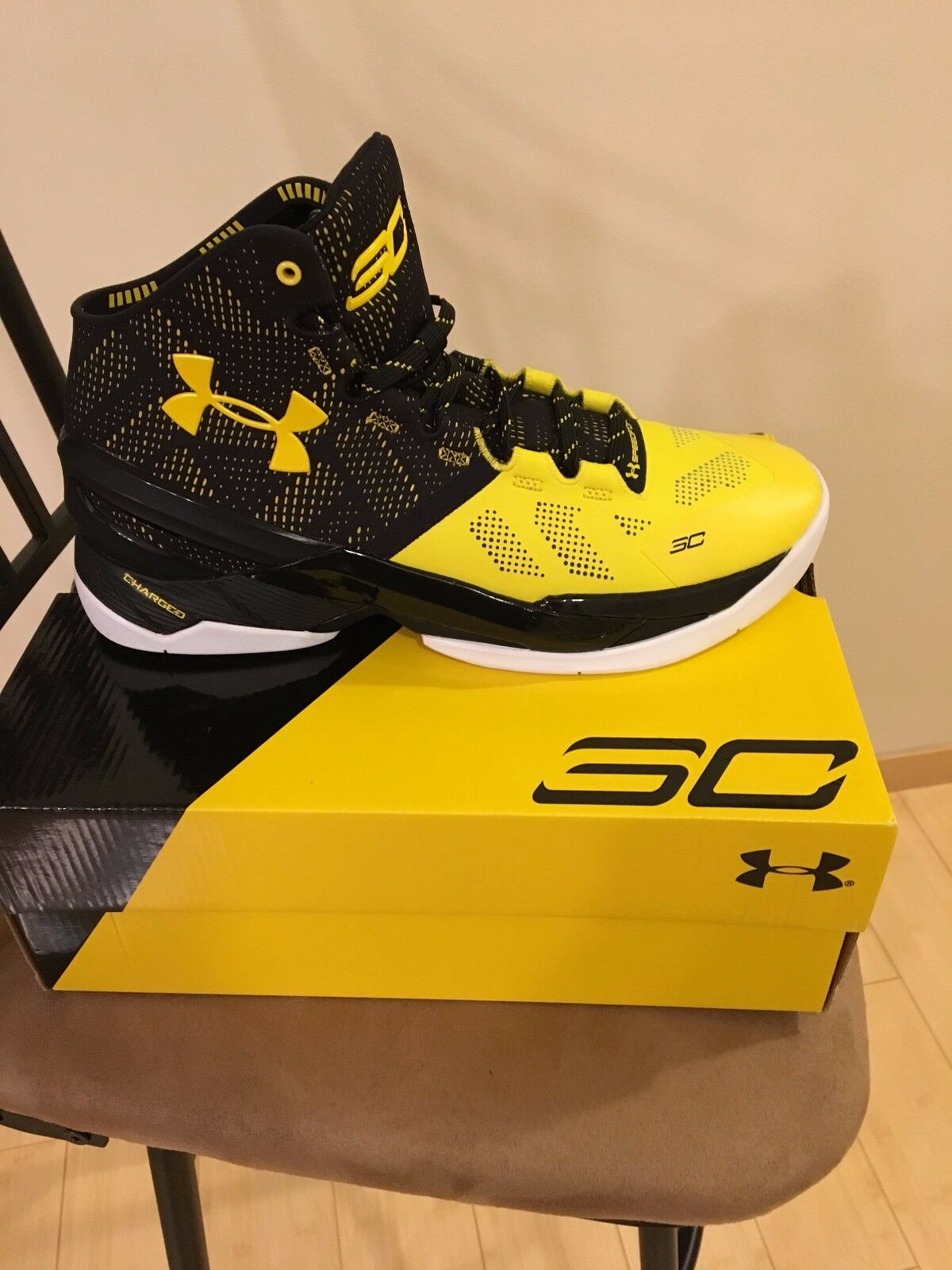 New Under Armour Men's Steph Curry Two Taxi Black Gold