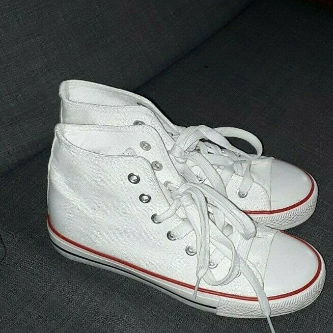 Classic Chuck Taylor Low High Tops Trainer Sneaker New Look sizes 4 shoes Used