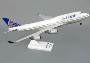 SKYMARKS-UNITED-AIRLINES-BOEING-747-400-1-200-WITH-GEAR-POST-CO-MERGER-SKR614