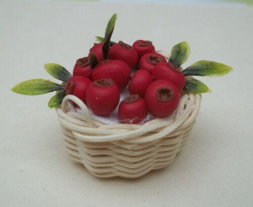 panier avec fruits rouges miniature,maison de poupée,vitrine,jardin,épicerie CL3
