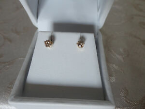 Idea-Regalo-Orecchini-diamanti-naturali-oro-0-25ct-gold-diamond-earrings-0-25
