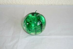 Isle-of-Wight-Studio-Art-Glass-Apple-Paperweight