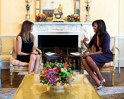 8X10 PHOTO MICHELLE OBAMA MEETS WITH MELANIA TRUMP IN THE WHITE HOUSE ZY-605