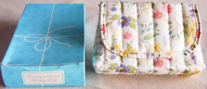 Vintage-Avon-034-COUNTRY-FLOWERS-034-Vinyl-Lined-Quilted-Makeup-Cosmetics-Bag-New