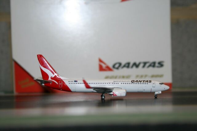 Qantas Boeing 737-800 VH-VXM 1:400 Scale Die-Cast Model Replica Aircraft