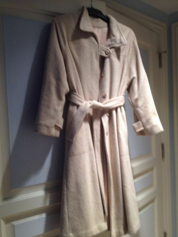 Beautiful Womans Beige Belted Coat Size Size Size Large By Aquamates d013da