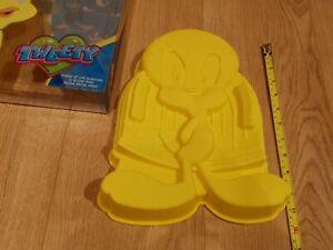 LARGE Tweety Looney Tunes silicone cake tin baking pan mould - Silikomart