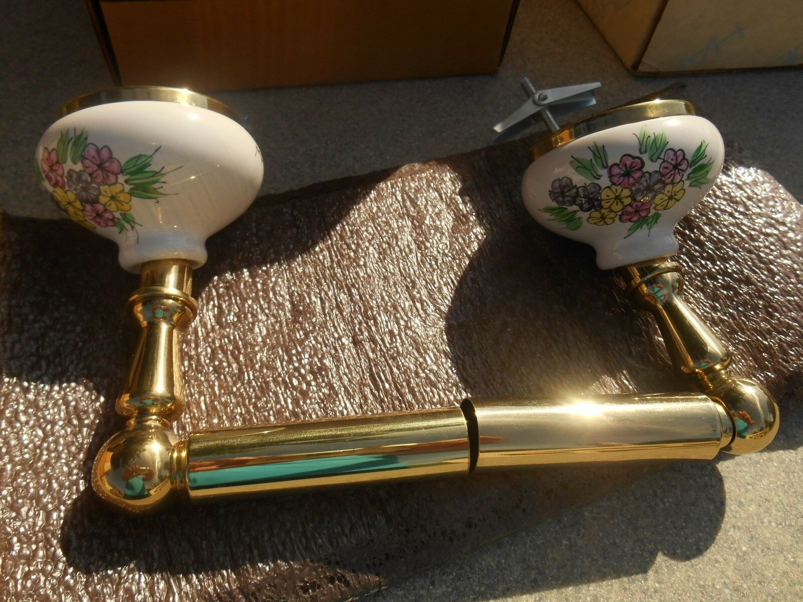 NOS HARDEN Solid Brass & Hand Hand Hand Painted and Signed Floral Porcelain Tissue Holder 133595