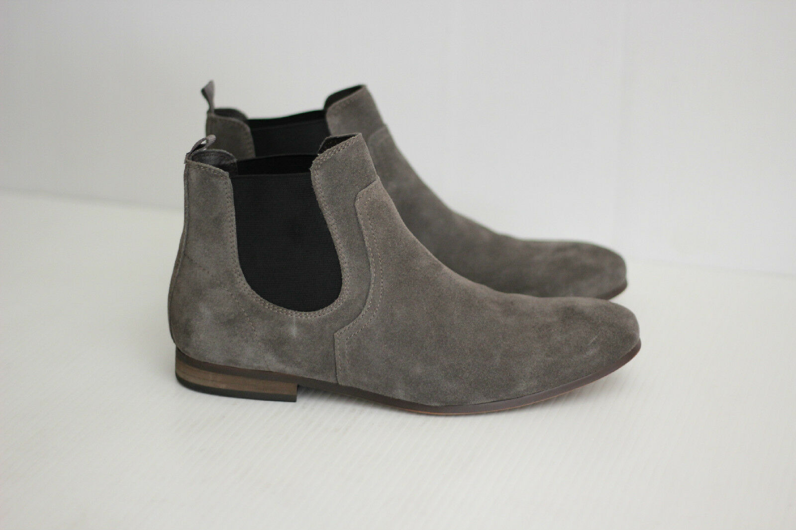 The Rail 'Brysen' Chelsea Boots - Gray Suede - 6-6.5US / 40M  (L0)