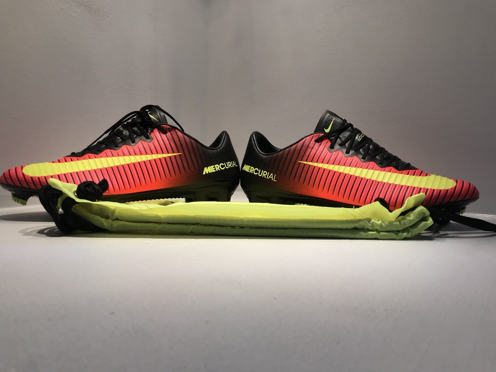 NIKE MERCURIAL VAPOR XI FG TOTAL CRIMSON RED-VOLT-BLK-PINK Men SZ 7 Women Sz 8.5