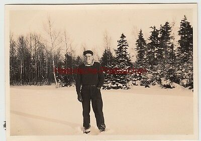 (f13660) Orig. Foto Winter 1942, Herr Im Freien, Spaziergang