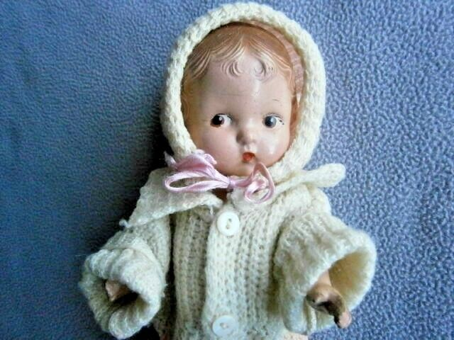 Antiguo Articulado Porcelana Biscuit muñeca con cabello moldeado de composición