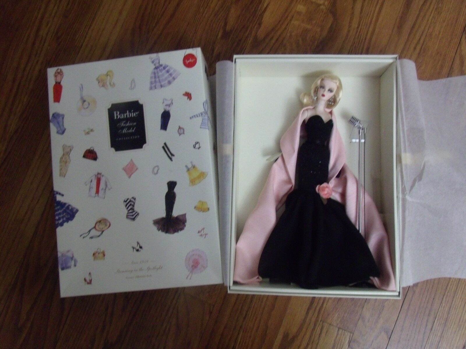 Impresionante en el centro de atención de Barbie Moda Modelo década de 2000 oro Label Robert Best