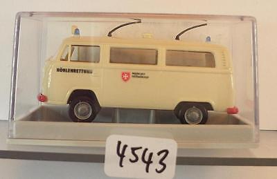 Brekina 1//87 Nr.33113 Volkswagen VW T2 Bus rot//weiß OVP #6131