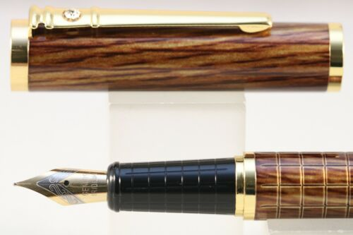 Dikawen No 8035 Light Wood Lacquer Medium Fountain Pen with Gold Trim
