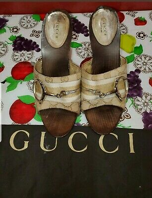 Auth pre owned Gucci canvas heels