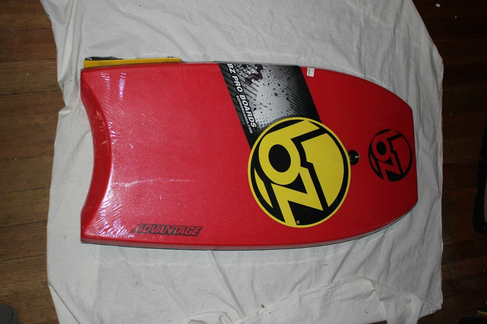 BZ ADVANTAGE BOOGIE BOARD 39  RED with spiral leash