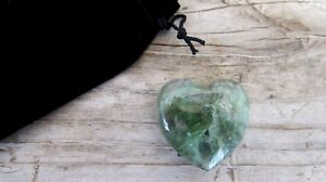 Green-Fluorite-Healing-Crystal-Heart-35mm-with-Black-Velour-Drawstring-Pouch