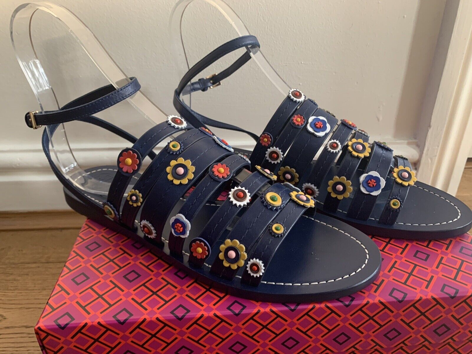 BN TORY BURCH MARGUERITE FLORAL FLAT LEATHER SANDALS IN NAVY SIZE UK 7.5 US 10