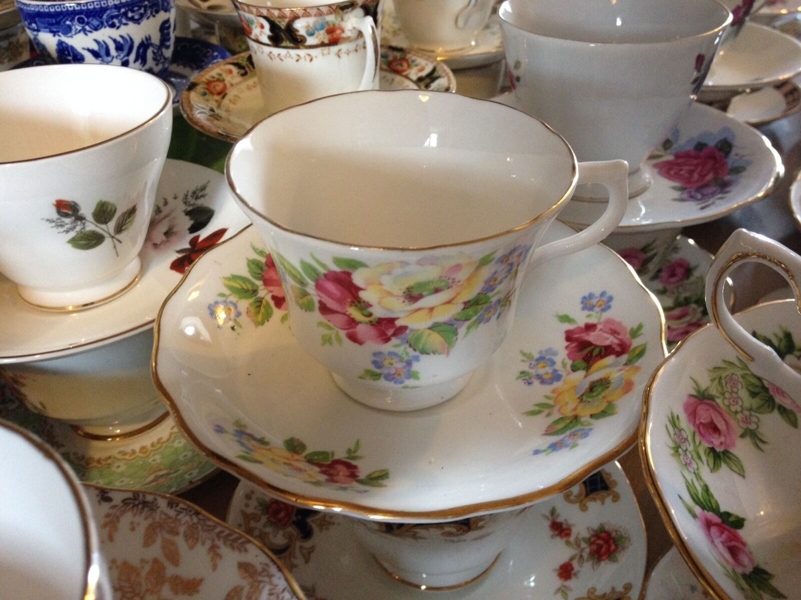 Job lot 10 Pretty Vintage Tea Cups & Saucers- Ideal for use at Weddings