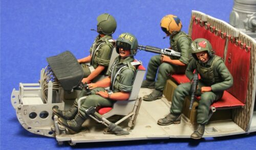 1//24th scale UH-1 Gunship Crew Werner/'s Wings Figure 3