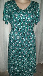 JADE-green-tile-print-short-sleeve-Day-night-dress-V-neck-tie-back-waist-22