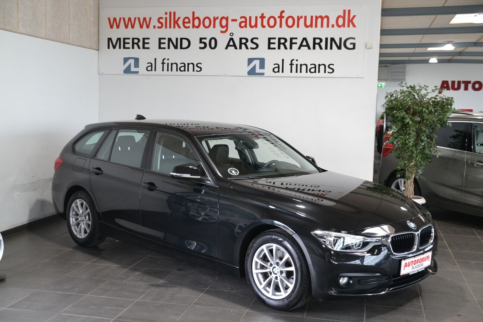 BMW 320d 2,0 Touring 5d - 259.900 kr.