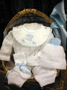 NWT-Will-039-beth-White-Blue-Knit-Welcome-4pc-Set-Preemie-Baby-Boys-Pom-Hat-Booties