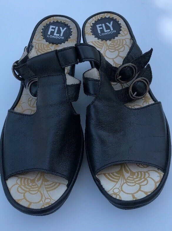 FLY LONDON SZ 39 BLACK LEATHER SANDALS SHOES WEDGE BUCKLE DETAIL