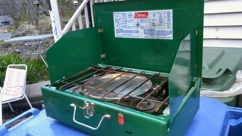 Vtg Coleuomo 421E 2 stufe Naphtha gas Camping forno ORIGINALE Gli anni settanta