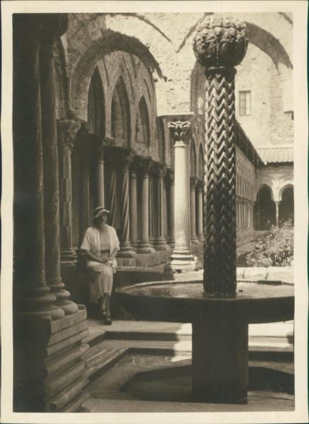 Inventif Sicile, Le Cloître Et La Fontaine, Monreale, Ca.1925, Vintage Silver Print Vinta