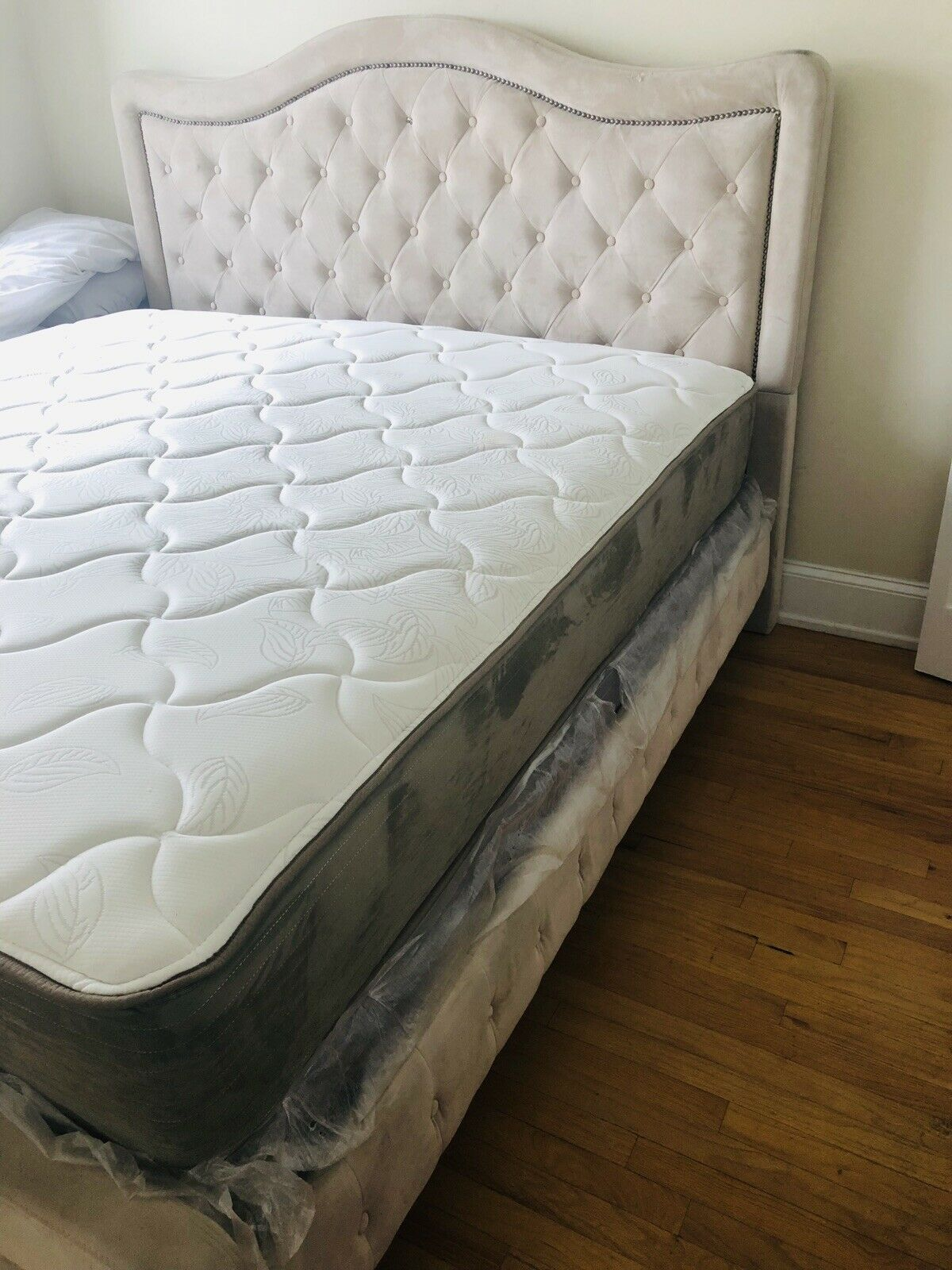 Tufted King Size Bed W Mattress Box Spring For Sale Online