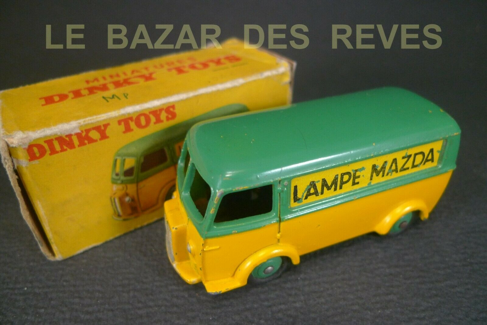 DINKY TOYS FRANCE. PEUGEOT D3A  LAMPE MAZDA . REF. 25 B. +Boite.