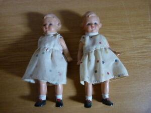 2-Puppen-Paar-Maedchen-Hoehe-15-cm-Kleid-1960