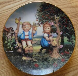DANBURY-MINT-M-J-HUMMEL-039-039-APPLE-TREE-BOY-amp-GIRL-039-039-COLLECTOR-PLATE-1989