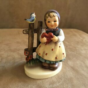 Sweet-Greetings-Girl-Hummel-Goebel-Figurine-352-Germany-vintage-bird-1992