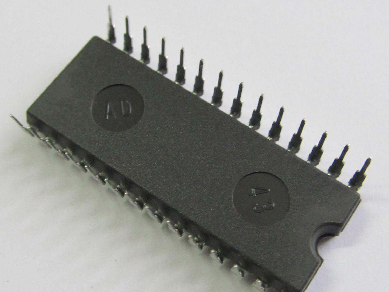 HM65256BLP-12 32Kx8Bit HITACHI DIP28-600 High Speed Psuedo Static RAM