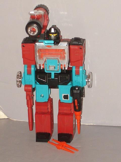 G1 TRANSFORMER AUTOBOT PERCEPTOR COMPLETE LOT   8  MINTY LOTS OF PICS""