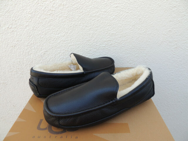 UGG ASCOT BLACK LEATHER/ SHEEPWOOL SLIPPERS, MEN US 11/ EUR 44 ~FIT SMALL ~NIB