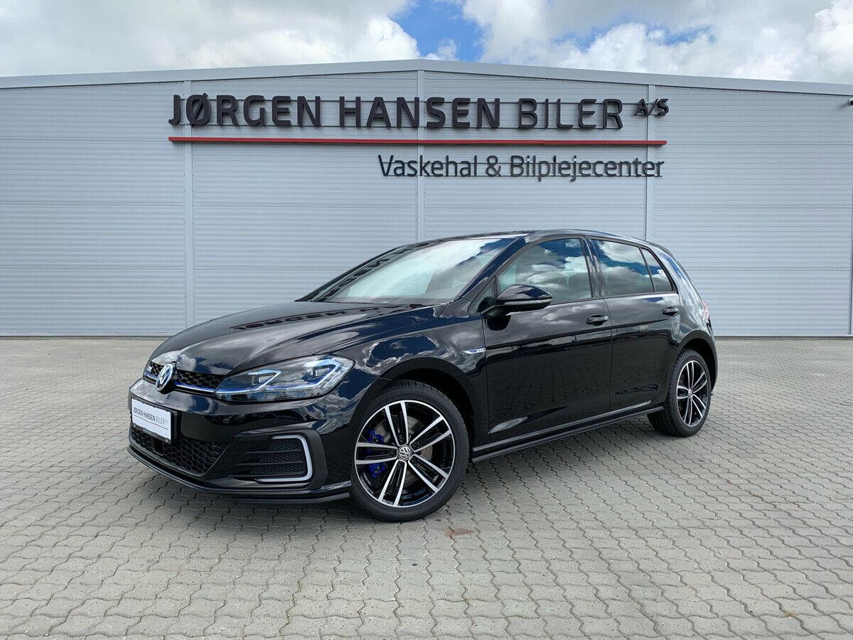 VW Golf VII 1,4 GTE DSG 5d - 349.800 kr.