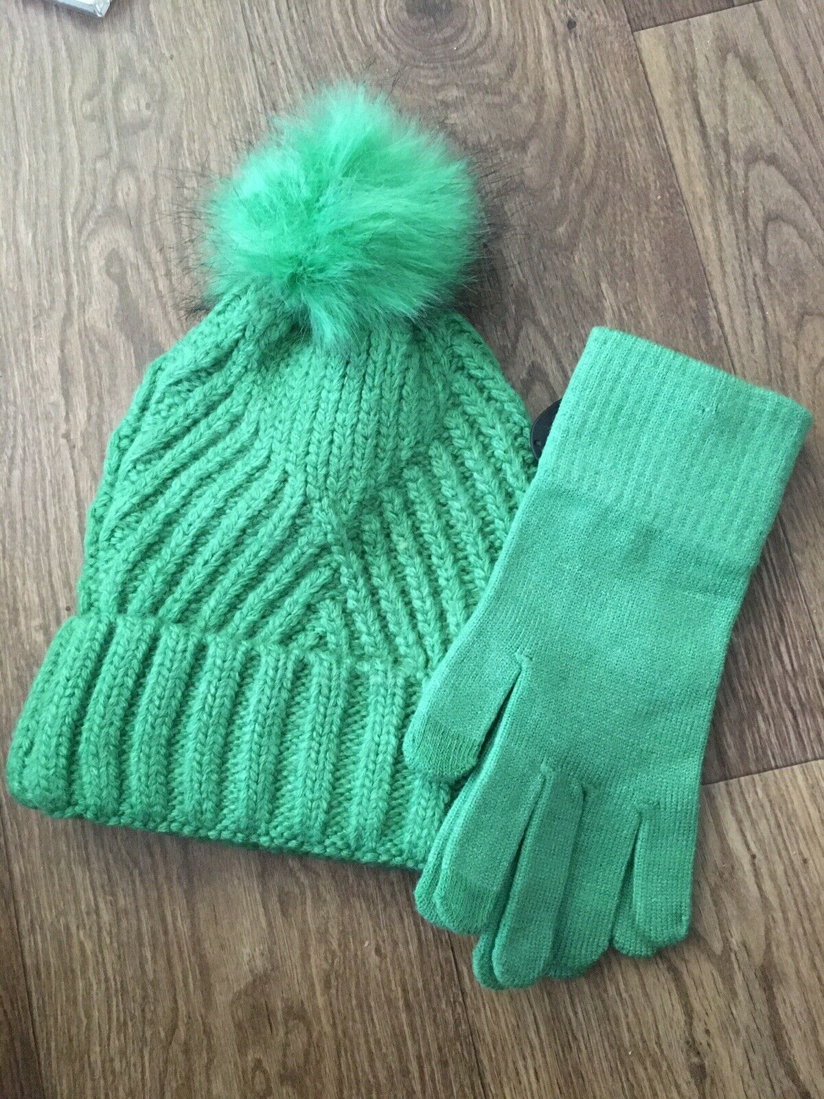 M&S Collection Ladies Hat And Gloves Set BNWT Green