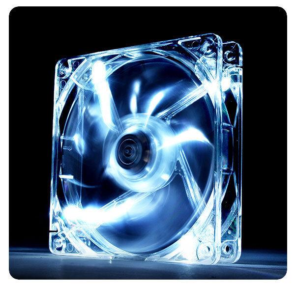ThermalTake Pure 12, 120mm 12cm blanc LED, 19.5dBA, 40,997 CFM PC DC ventilateur de boîtier