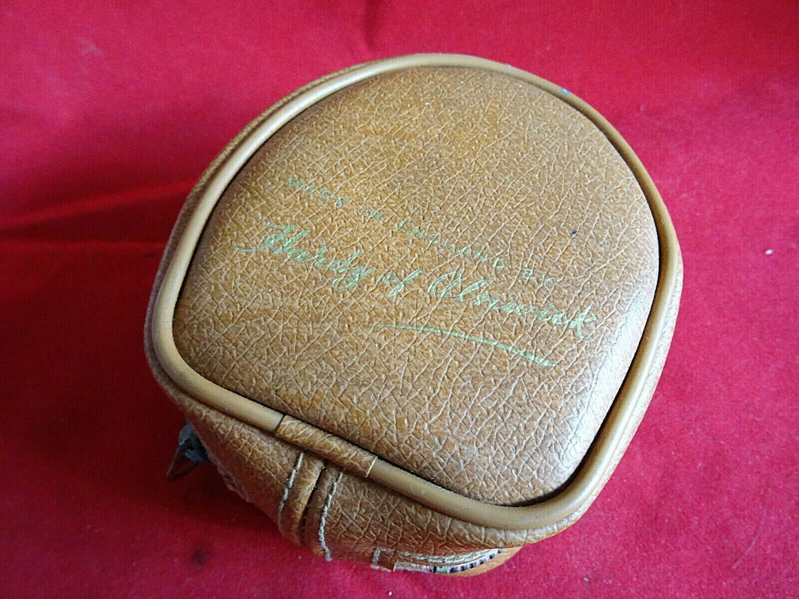 A GOOD HARDY 1950'S LEATHER FISHING REEL CASE FOR TROUT FLY REELS TO 3 1 4  DIA